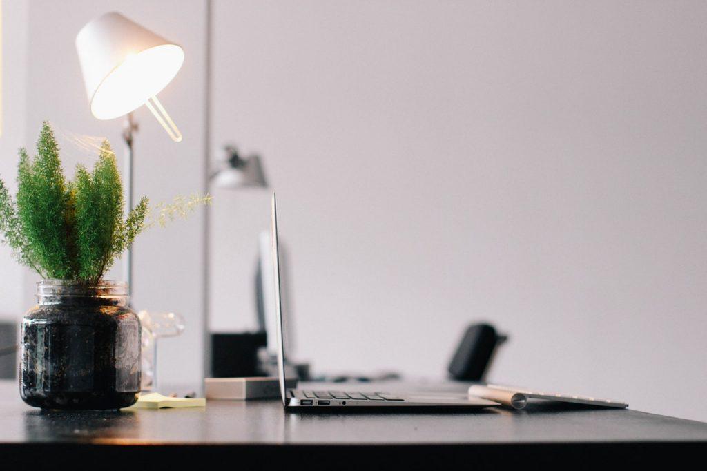 kako oblikovati pisarniško razsvetljavo